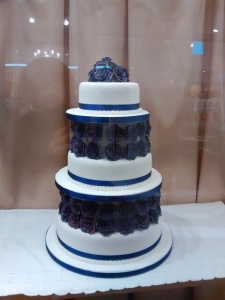 Navy  and white  floral cak