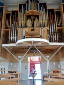 Looking  down  from the alter  to the Organ
