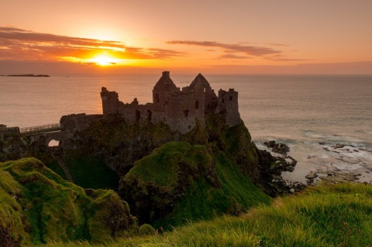 dunluce-castle-the-irish-sea-ireland-sunset-ruins-coast-lock-sea-ireland-dunluce-castle-rock-the-irish-sea
