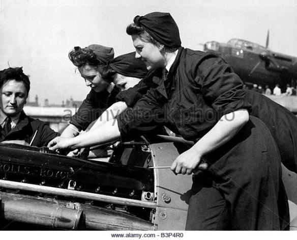 world-war-two-these-four-women-of-the-waaf-the-women-s-auxiliary-air-b3p4r0